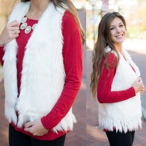 Jackets & Blazers - White Faux Fur Vest - Medium